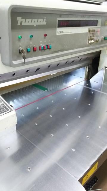 断裁機の役割り(印刷製本部)